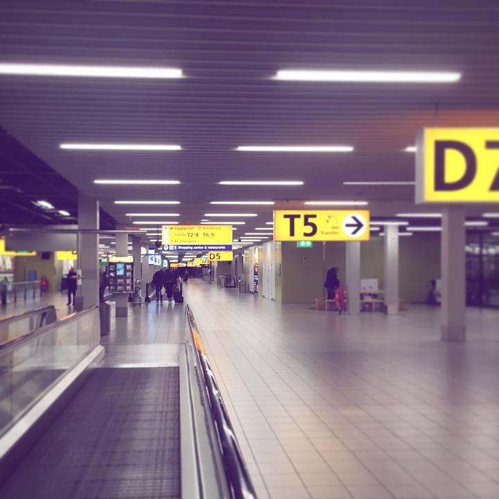 airport-2650891_960_720